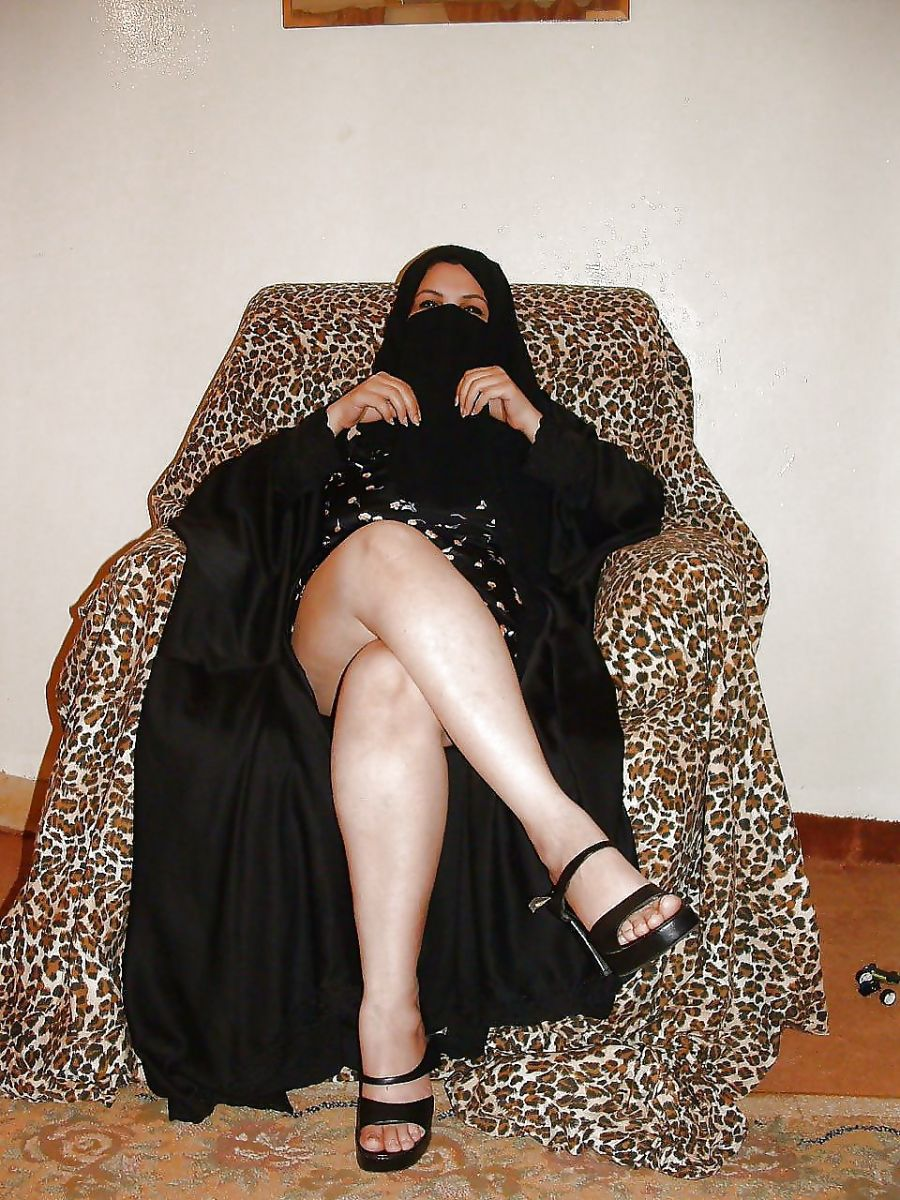 Arab muslim woman sucks huge white cock bwc - 2 2